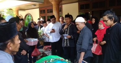 Mantan Ketua DPRD Lampung, Srie Atidah Berpulang, Mingrum Gumay Lepas Jenazah ke Peristirahatan Terakhir
