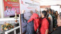 REMBUK STUNTING. Walikota Bandar Lampung, Eva Dwiana bersama unsur muspida saat melakukan penandatanganan rembuk stunting, pada Selasa (5/4), di ruang Tapis komplek Pemkot setempat. FOTO. DOK