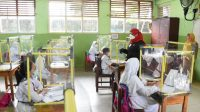 TATAP MUKA. Walikota Bandarlampung, Eva Dwiana saat meninjau pelaksanaan Pembelajaran Tatap Muka (PTM) di SMPN 2 Bandarlampung. FOTO. DOK