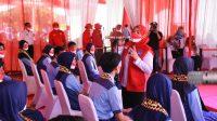 VAKSIN. Walikota Bandarlampung, Eva Dwiana saat menghadiri vaksinasi pelajar yang digelat BIN Daerah Lampung, di SMPN 29 Bandarlampung, pada Rabu (29/9).