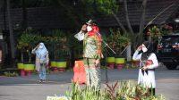 IRUP. Walikota Bandarlampung, Eva Dwiana saat menjadi Inspektur Upacara pada peringatan Hari Santri Nasional 2021, bertempat di halaman Pemkot Bandar lampung, pada Jumat (22/10). FOTO.DOK